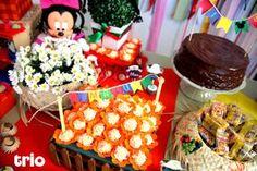"""Uma explosão de cores e a temática junina foram as inspirações para esse """"Arraial do Mickey e Minnie""""que realizamos para os irmãos Malu, que fez 4 anos, e Luca, que completou seu 1º ani…"""