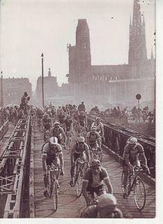.....A post-WW2 Rouen and a makeshift bridge during TdF, 1949!