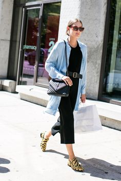 With New York Fashion Week 2017 now in full swing, explore the strongest street style looks outside the shows. Photos by Sandra Semburg. - Summer Street Style Fashion Looks 2017 Style Casual, Preppy Style, Casual Chic, Simple Style, Plaid Fashion, Look Fashion, Winter Fashion, Office Looks, Cool Girl Style