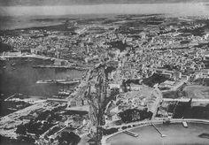 Javni život Splita, kao i drugih mediteranskih gradova, obilježava život na otvorenim prostorima gotovo tijekom cijele godine. Na otvorenom se sjedilo, šetalo, susretalo druge ljude, razgovaralo, komentiralo i ogovaralo. U jednoj propagandnoj knjižici iz 1928. godine ugođaj splitskoga života na otvorenom, koji je bio osobito intenzivan u ve�