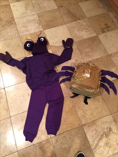 Tomatoa costume. Put legs on decorated back pack. Purple mittens for claws. Run Disney Costumes, Running Costumes, Baby Costumes, Costumes For Women, Moana Costumes, Moana Halloween Costume, Family Halloween Costumes, Halloween Kids, Carnival