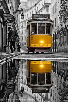 Let's all share the world together. Splash Photography, City Photography, Color Splash, Foto Picture, Foto Portrait, Urbane Kunst, S Bahn, Black And White Pictures, Travel Posters