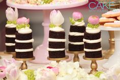 Chocolate mini naked cakes filled with vanilla buttercream, and topped with fresh flowers. Perfect for any summer sweet table. #Cake #Baking #Dessert