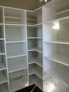 Wire shelves and adjustabe shelving