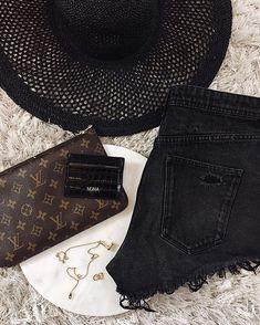 Premium Leather Cardholders (@mkna.vienna) • Instagram-Fotos und -Videos Vienna, Card Holder, Videos, Leather, Instagram, Video Clip