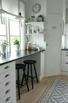 35 Country Kitchen Design Ideas - Instead of floor-to-counter cabinets across every kitchen wall, consider leaving a space empty unde - Kitchen Nook, New Kitchen, Kitchen Dining, Kitchen Decor, Kitchen Ideas, Kitchen Small, Kitchen White, Small Kitchens, Rustic Kitchen