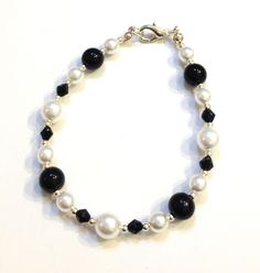 Black & white glass pearls and black glass crystals bracelet