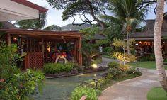 The Willows Restaurant, Oahu, Hawaii: It's a buffet, Hawaiian style! Onolicious!