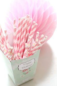 Papieren rietjes Baby roze gestreept €3,50 http://maisonmansion.com/product/papieren-rietjes-baby-roze-gestreept/