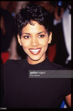 Halle Berry stands at the Essence Awards April 1996 in. Actress Halle Berry stands at the Essence Awards April 26 1996 in New. News Photo Estilo Halle Berry, Halle Berry Style, Halle Berry Short Hair, Hair Inspo, Hair Inspiration, Celebrity Moms, Celebrity Style, Hally Berry, Summer Hair