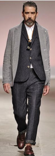 I hope he's wearing socks. I'm not one for this sock-less craze in men's fashion. Otherwise this look is perfection. Suit Fashion, Boy Fashion, Mens Fashion, Modern Gentleman, Gentleman Style, Sharp Dressed Man, Well Dressed Men, Handsome Boy Modeling School, London Fashion Week Mens