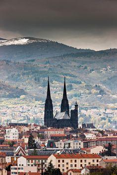 Notre Dame de l'Assomption gothic cathedral seen Clermont Ferrand roofs - Photo Arnaud Frich Gothic Cathedral, Clermont Ferrand, Dream City, Trees To Plant, Trip Advisor, Paris Skyline, Around The Worlds, Europe, Monaco
