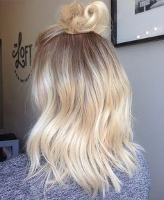 Top Buns + Balayage = Sassy Saturday's !! #healthyblonde #waves…