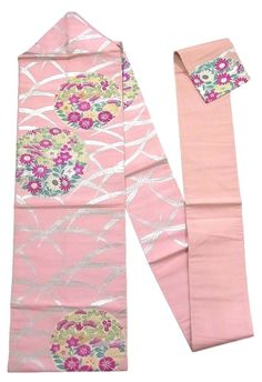 This is a charming vintage summer Ro Nagoya obi with flower circle of autumn flowers such as 'Kikyou'(Japanese bellflower) and 'Nadeshiko'(dianthus) on 'shiba'(grass) design, which is woven with gold and silver foil threads