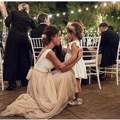Buenos días!! No os perdáis esta preciosidad de foto de @kiwo_estudio La Niña de atrás lleva vestido de @martaussia y el de la novia de @rubenhernandezcostura_ . . #boda #wedding #weddingparty #weddinginspiration #weddingplanner #weddingstyle #weddingideas #weddingplanning  #vestidodenovia #organizaciondebodas #bridestyle #novia #novias #weddingdress #inspiracion #madrid #thebigday #love #bodasotoño #lookboda #lookboda #fotografo #weddingphotography #love #couple #bride