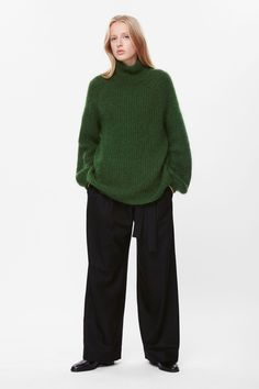 This jumper is made from loose-knit wool blend, with a soft finish and slight stretch. A straight fit, it has a high neck, raglan sleeves and tightly ribbed edges.