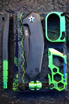 How sick is this green Ti pocket dump from Chans EDC! Tactical Pocket Knife, Tactical Pen, Tactical Knives, Swiss Army Pocket Knife, Best Pocket Knife, Urban Survival, Wilderness Survival, Survival Tools, Tac Light