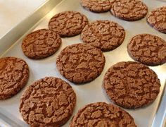 Baked gingersnaps ready to cool. Ginger Snaps Recipe, Ginger Snap Cookies, Ginger Sweets, Baking Recipes, Cookie Recipes, Dessert Recipes, Desserts, Spice Cookies, Yummy Cookies