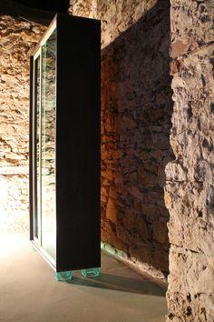 """Wardrobe, oak and plexi glass  Igor Polasiak woodworker,  Monika Korpak painter,  """"szkalnetarium"""""""