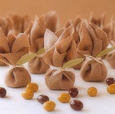 Trouxinhas de chocolates, super diferentes!!!  Podem ser recheadas de confetes, cereal coberto de chocolate ou amendoim coberto de chocolate!!! R$6,00