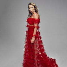 Killing Eve Star Jodie Comer in a Striking Fashion Shoot for Elle Magazine Elle Magazine, Valentino Gowns, The White Princess, Elle Us, Jodie Comer, Star Wars, Glamour, Fashion Shoot, Fashion Hair