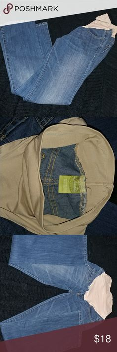 New Old Navy Maternity Jeans Medium wash bootleg jeans. Old Navy brand.maternity style with the elastic low cut waist band at top. Elastic is stretchy to fit the growing belmy. I ordered these online, and they weee to big, then when I pulled them to wear my belly had grown to be to big now! Ha! So never worn. Classic boot cut with front and back pockets. Old Navy Jeans