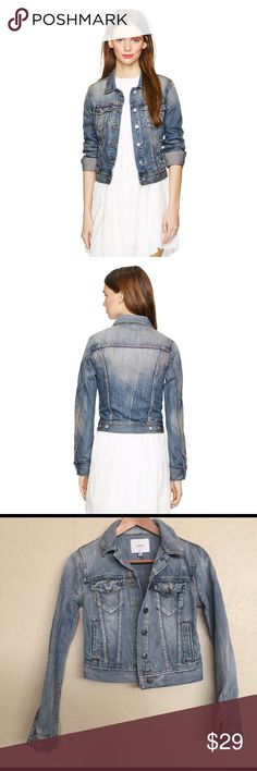 Aritzia Talula Classic Denim Jacket Size XXS Fits true to size. Like new! With a perfected fit, this classic denim jacket has an ideal mid-blue wash that looks authentically vintage. Finished with logoed metal buttons, welt pockets. Aritzia Jackets & Coats Jean Jackets