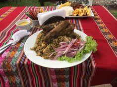 Viaje de verano comiendo arroz con pato peruano