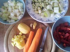 Zutaten für einen leckeren und vitaminreichen #Gemueseeintopf. Lauch, Kohlrabi, Möhren, Kartoffeln & Paprika. #vegan #vegetarisch #Eintopf