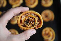Low carb pizza šneci | jsemlowcarb.cz Low Carb Recipes, Healthy Recipes, Low Carb Pizza, Lowes, Ethnic Recipes, Desserts, Whole30, Food, Diet