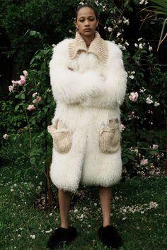 Céline Resort 2018 Fashion Show Collection / #MIZUstyle