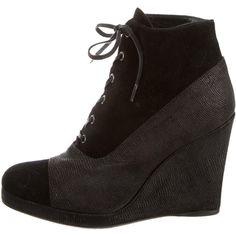 Pre-owned Stuart Weitzman Black Lace-Up Booties ($110) ❤ liked on Polyvore featuring shoes, boots, ankle booties, black, laced booties, leather lace up boots, black leather booties, leather boots and black leather ankle booties