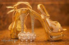 Beautiful wedding shoes By vadymphoto.com