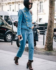 Super stylish jeans look  #streetstyle #streetchic #streetlook #streetfashion #streetphotography #PFW #fall16 #fw16 #fashionweek #parisfashionweek #fashionblogger #fashionista #fashion #trending #look #jeans #details #accessories #casual #chic #lookoftheday #ootd #stylish #style #instastyle #instafashion #instadaily #fashiongirls