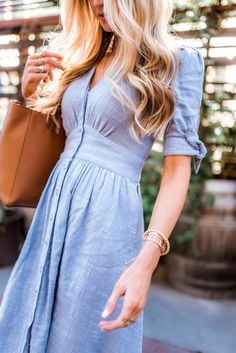 Spring fashion dresses that are affordable and perfect for wedding season that won't break the bank, featuring a light blue chambray linen button-up dress. Spring fashion dresses that are affordable and perfect for wedding season - Elle Apparel Casual Dresses, Summer Dresses, Stylish Dresses, Elegant Dresses, Formal Dresses, Blue Spring Dresses, Casual Outfits, Fashionable Outfits, Blue Dress Casual