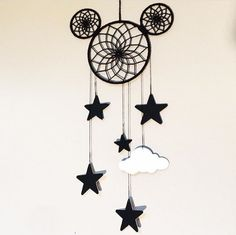 This Mickey Dream Catcher from PoshPaxDesigns on Etsy is fantastic! This Mickey Dream Catcher is so eye catching! I love the whimsical twist … Disney Dream, Disney Magic, Disney Fun, Disney Stuff, Deco Disney, Dream Catcher Mobile, Dyi Dream Catcher, Diy Dream Catcher For Kids, Dream Catcher Patterns