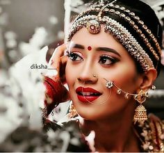 Beautiful bride in their adorable wear Bridal Makeup Looks, Indian Bridal Makeup, Indian Wedding Jewelry, Indian Bridal Wear, Indian Jewelry, Bridal Jewelry, Indian Weddings, Wedding Makeup, Bridal Outfits
