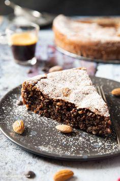 Italian Chocolate Cake Recipe, Chocolate Almond Cake, Almond Cakes, Gluten Free Chocolate, Almond Recipes, Baking Recipes, Cake Recipes, Flourless Chocolate Cakes, Chocolate Desserts