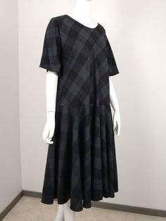 Robe biais à carreaux Short Sleeve Dresses, Esther, Napoleon, Adele, Cocktails, Diy, Fashion, Full Skirts, Wool
