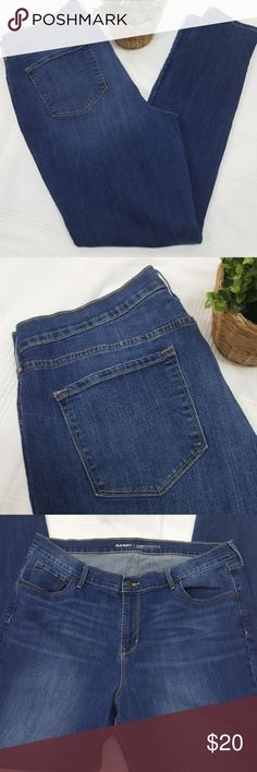 """Old Navy MId Rise Curvy Profile Skinny Jeans 18T Mid rise, curvy profile skinny jeans. Medium wash, excellent used condition. Size 18 tall.  38"""" waist, 12"""" rise, 34"""" inseam. All measurements approximate. Old Navy Jeans Skinny"""