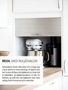 Reol med rullesjalusi