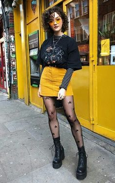 "Not very punk but a pretty and simple play on a ""goth"" style of adding some accent along with the black. Grunge Outfits, Grunge Fashion, 90s Fashion, Korean Fashion, Fall Outfits, Casual Outfits, Fashion Outfits, Love Fashion, Womens Fashion"