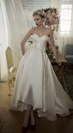 These Lihi Hod wedding dresses are fresh and trendy, and full of glamour for the modern bride. The artistic details add a beautiful luxury vibe that are matched by a feminine old Hollywood style. This Israeli designer has shown us exquisite free-spirited wedding dresses that we can't look away from! Look below for this eye-catching […]