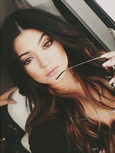 Beautiful dark hair with subtle balayage Style Kylie Jenner, Nails Kylie Jenner, Kendall Jenner, Mechas Chocolate, Chocolate Brown, Love Hair, Gorgeous Hair, Balayage Hair, Ombre Hair