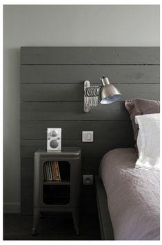 Table de chevet et tête de lit