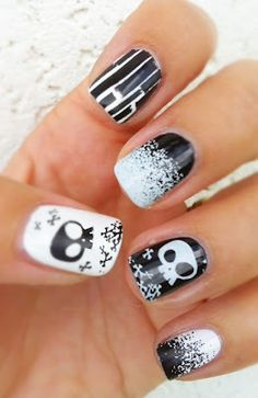 Vernis, vidi, vici...: The Sunday Nail Battle // Bones and Skulls