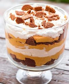 This Pumpkin Cheesecake Trifle is smooth and creamy, and it takes less than 30 minutes to make! It is the perfect pumpkin dessert for the fall. Pumpkin Cheesecake Trifle has a ginger snap cookie layer Potluck Desserts, Desserts For A Crowd, Köstliche Desserts, Dessert Recipes, Autumn Desserts, Dinner Recipes, Parfait Recipes, Pumpkin Trifle, Pumpkin Dessert
