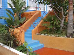 High-contrast color choices turn this backyard stairway into a work of art.