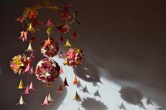 Clara's Paper Garden: Lily paper mobile Origami Mobile, Paper Mobile, Kirigami, Quilling, Mandala, Lily, Deco, Garden, Pantanal