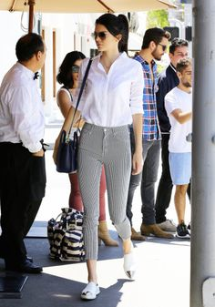 Kendall Jenner Lunches with Scott Disick: Photo Kendall Jenner looks chic in her black and white outfit while going out for lunch at Il Pastaio on Friday (May in Beverly Hills, Calif. Kendall Jenner Outfits Casual, Kendall Jenner Style, Casual Outfits, Cute Outfits, Casual Lunch Outfit, Kendall Jenner Fashion, Casual Ootd, Jean Outfits, Kylie Jenner